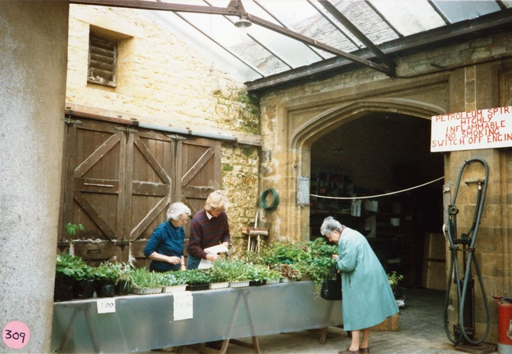 8 May 1988 Barton Abbey Gardens open day. Nita Watts and Vicky Fleming.