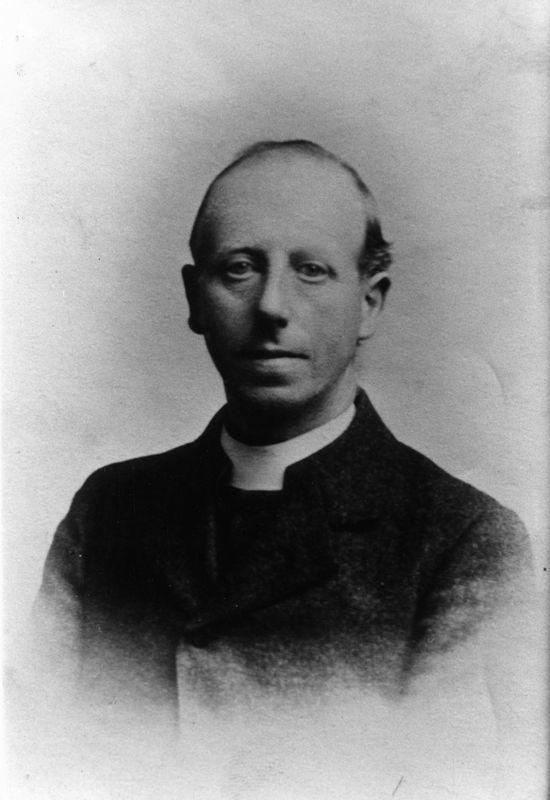 Rector 1900-1911 Reverend Robert Stephen Edwards.